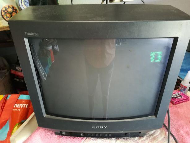 Televisão crt Sony com comando