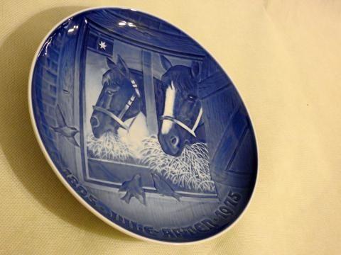 Śliczny stary dekoracyjny talerz koloru kobaltowego -konie.