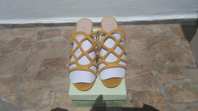 Sandálias Novas com caixa