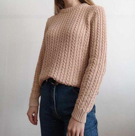 Нежный свитер бежевого цвета. Шарф