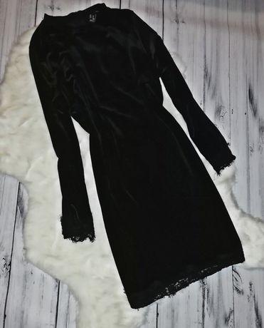 Красивое чёрное бархатное платье с кружевом
