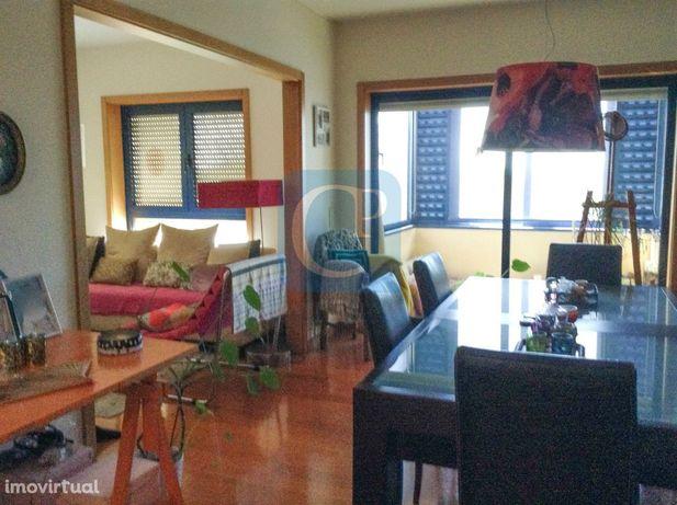Apartamento T2 para arrendamento à Prelada