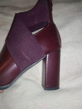 Новые ботинки осень весна  на 38 размер