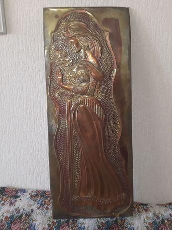 Медная чеканка. Женщина с розой и мечом