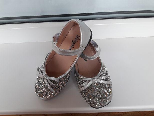 Продам обувку для принцесы