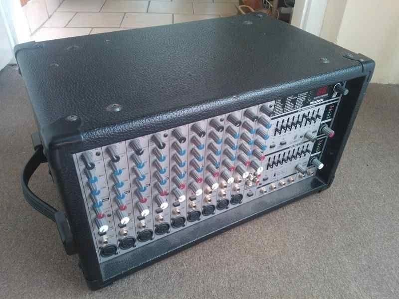 Mesa amplificada Behringer - 500W