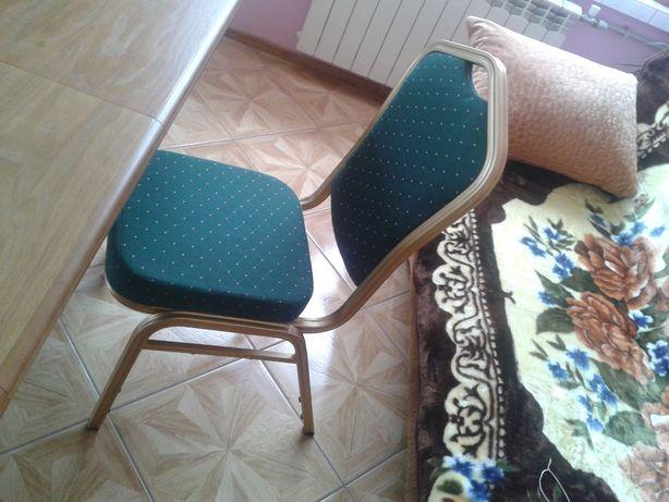 Nowe krzesła aluminiowe