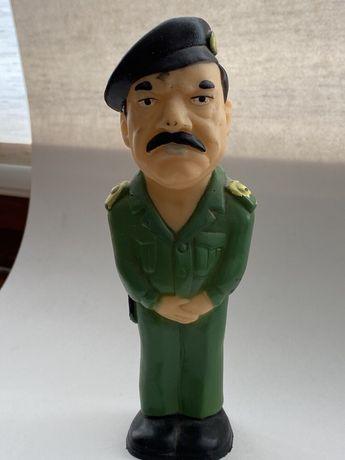 Резиновая фигурка Саддама Хусейна