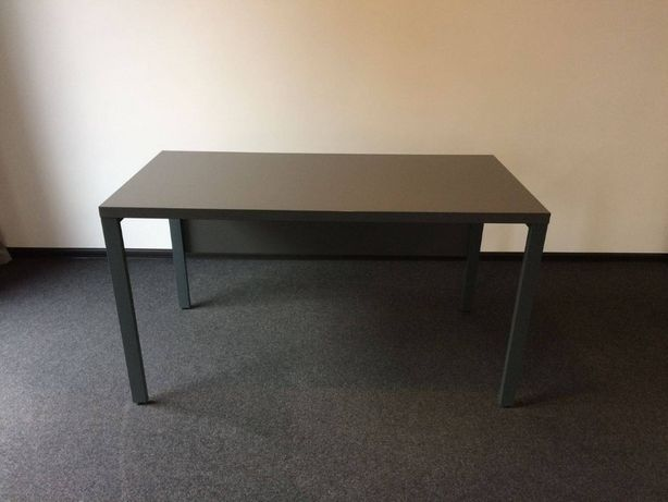 Стол офисный на металлическом каркасе 1600*800мм - 9шт