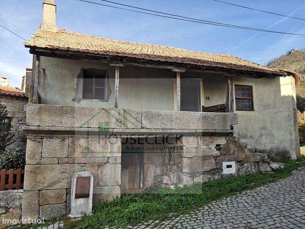 Moradia T3 para Reconstrução com Terreno, Sortelha, SABUGAL > SORTELHA