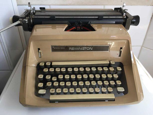 Máquina de Escrever REMINGTON em muito bom estado.