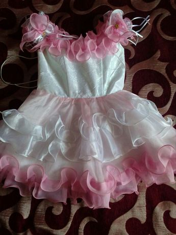 Платье на девочку праздничное