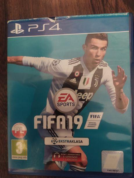 Sprzedam PS4 FIFA 19