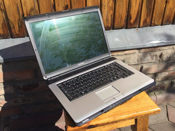 Ноутбук для учебы,работы и старых игр toshiba