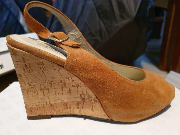 Sandały na koturnie Gina Paccini