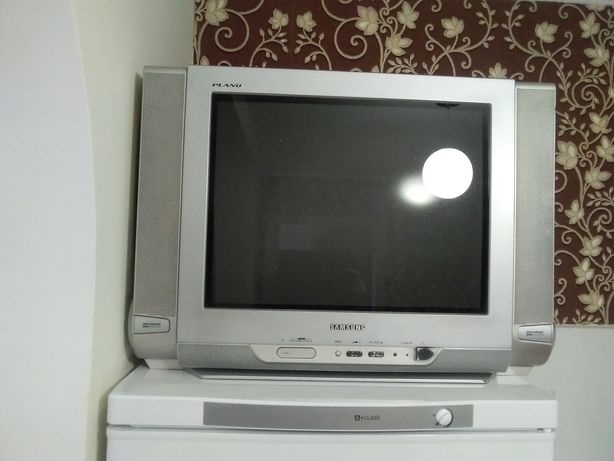 Телевизор самсунг.