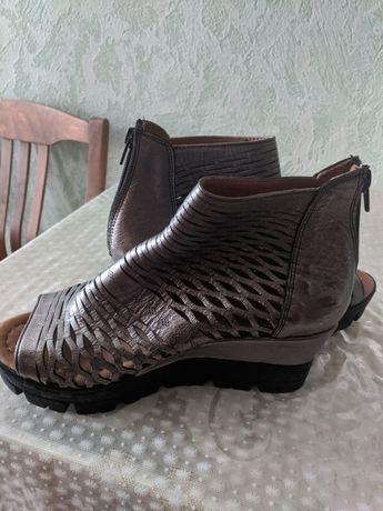 Продам обувь  новая (  турецкая, кожа ) 37 размер