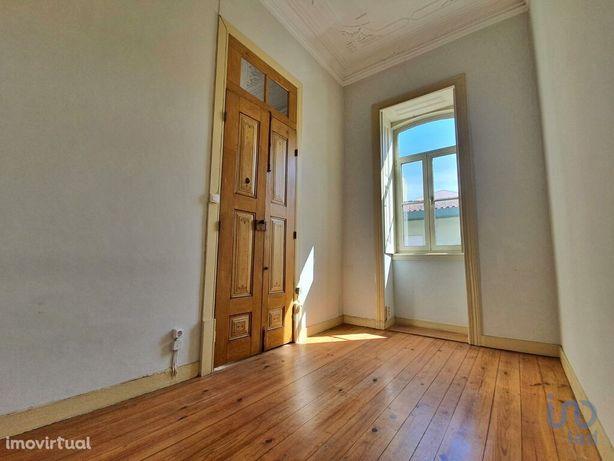 Moradia - 222 m² - T3
