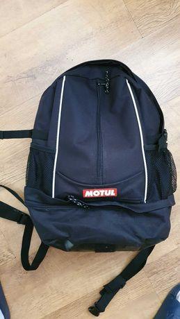 Plecak Motul dla motocyklisty z pokrowcem na kask
