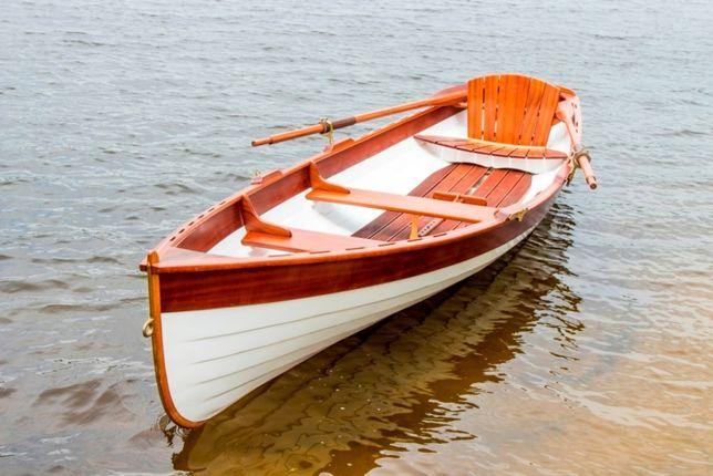 Деревянная лодка. Лодка деревянная гребная.