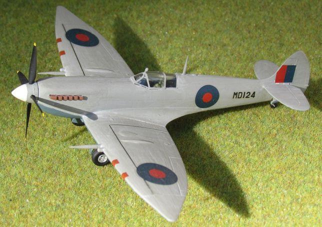 Supermarine Spitfire Mk.VII 1:72 Hasegawal sklejony model samolotu