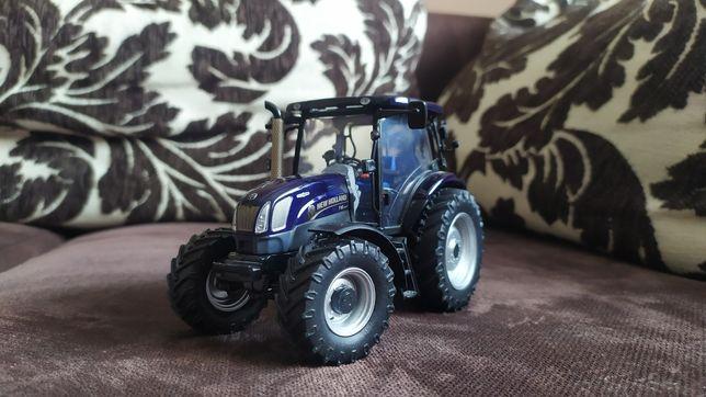 Traktor New Holland t 6 Universal Hobbies jak siku