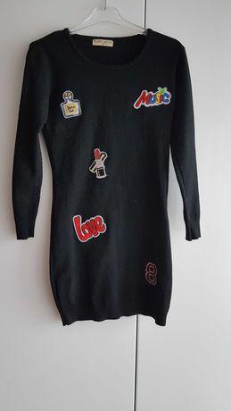 Nowość 2021:) cieniutka sweterkowa sukieneczka z naszywkami 128