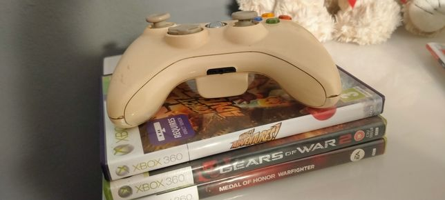 Pad do Xbox 360 + 3 gry, medal of honor, kinect, gearsy