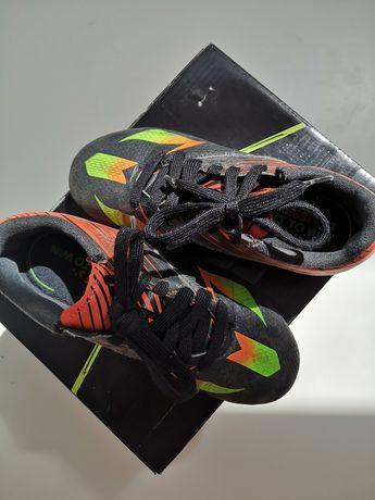 Chuteiras Adidas n. 30
