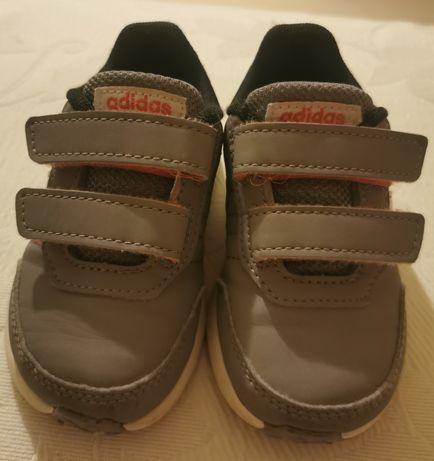 Ténis Adidas (os dois pares)