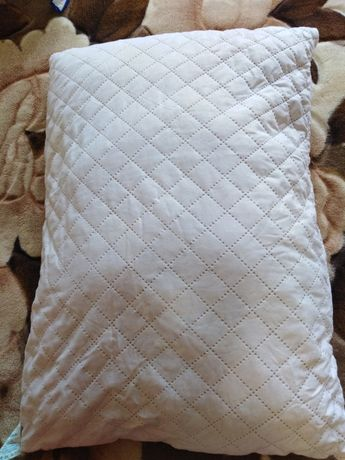 Продам подушку б/у, розміри 50х70