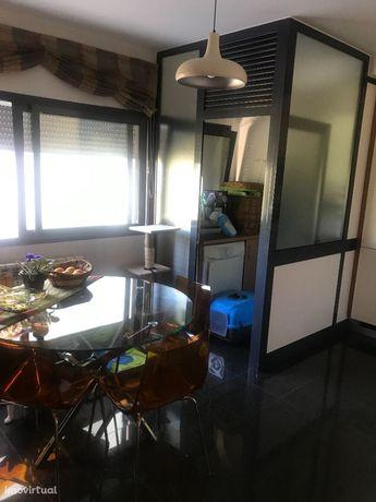 Apartamento T/3 com Garagem Dupla na Solum.