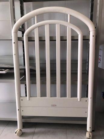 Cama de grades de bebé + colchão