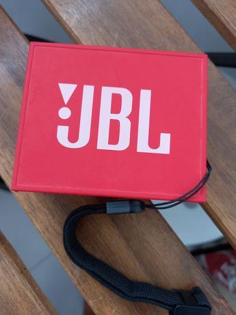 Coluna JBL vermelha