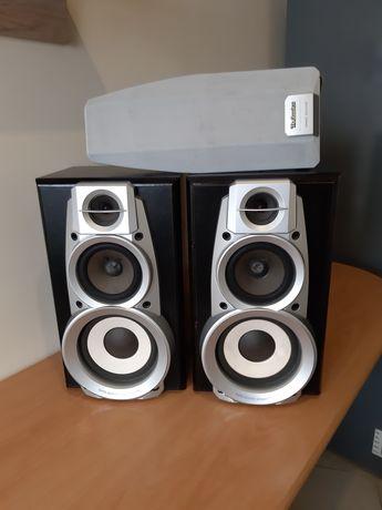 2 kolumny podłogowe Technics Speaker System o mocy 120 W (każda).
