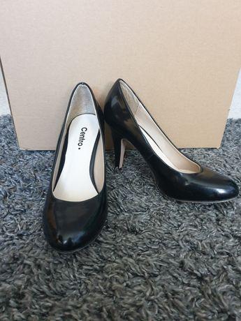 Buty na szpilce czarne
