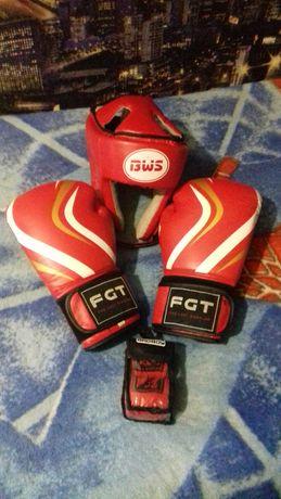 Шлем,перчатки, бинты для бокса.