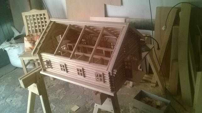 stajnia drewniana-zabawka