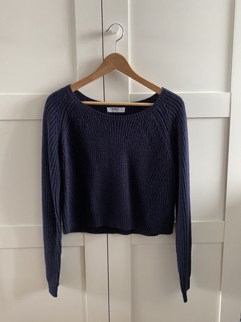 Granatowy krótki sweter crop top