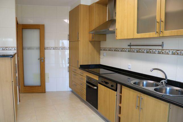 Apartamento T3 Renovado c/ Garagem Fechada