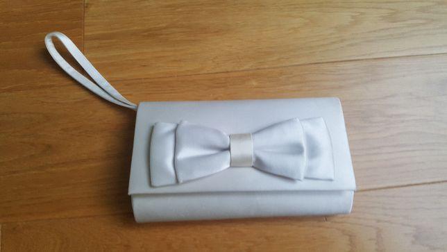 Torebka ślubna z satynowego materiału w kolorze white off