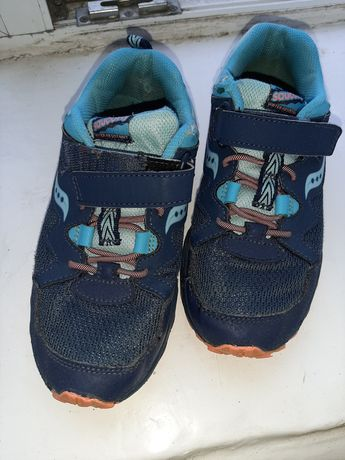 Продам детские кроссовки saucony