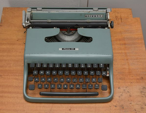 máquina de escrever Olivetti Lettera 22/Pluma 22 - 1950s