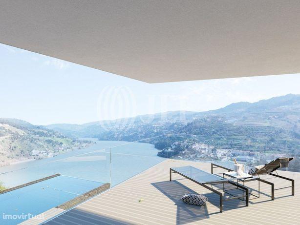 Moradia T6 com piscina e vista sob o Rio Douro em Ancede