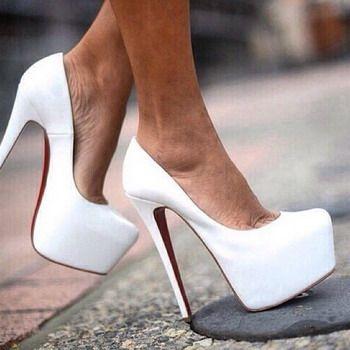 Белые туфли. лабутены