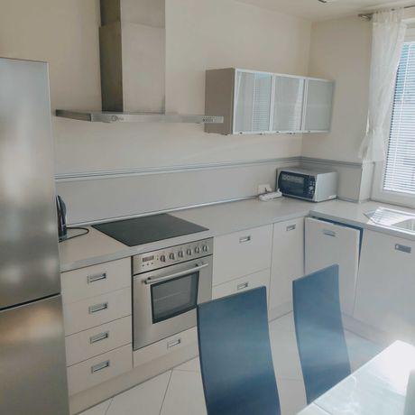 Mieszkanie 54m2, 2 duże pokoje, garaż w cenie, przy Metrze Wilanowska