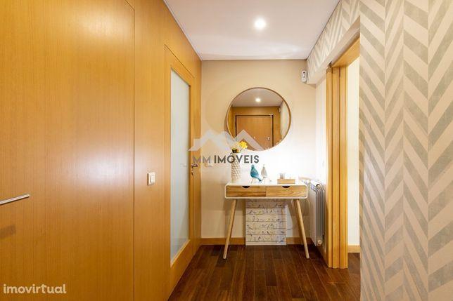 Apartamento T3 | Como Novo | Duas Frentes | 2 Lug Garagem