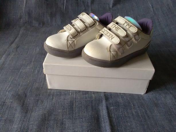 Детские кроссовки, светящиеся р.27.