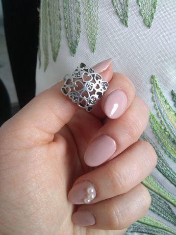 Srebrny pierścionek duży, serca,