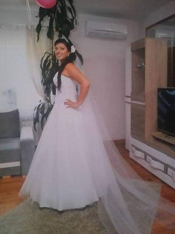Sprzedam piękną suknię slubna księżniczkę z cyrkoniami 36-44